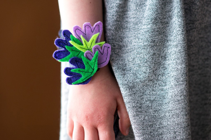 Bloesem kids craft | Nature inspired flower wristlet