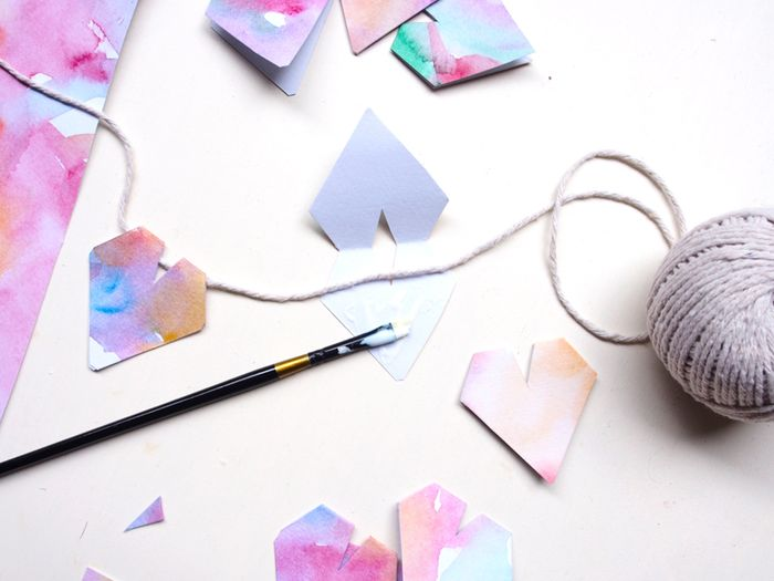 Bloesem kids | Valentine's day craft project: Watercolour Heart Garland by Laura Murray, Paper & Pin