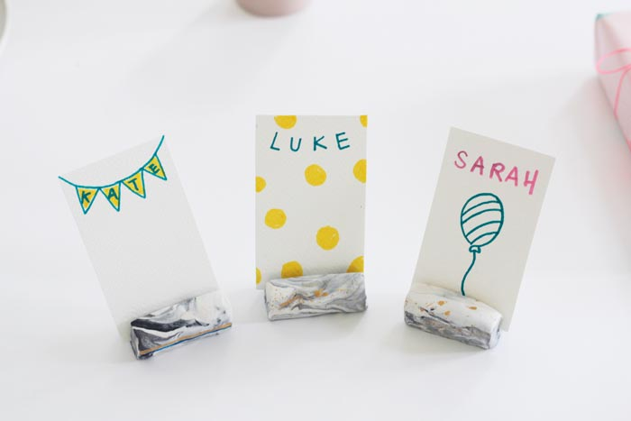 Bloesem kids craft | Marbled place card holder